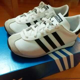 Adidas 白色波鞋