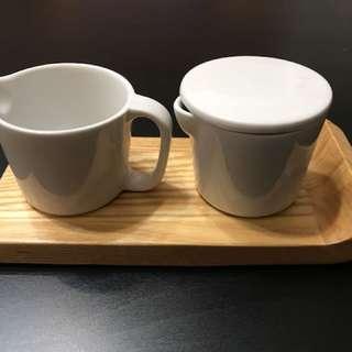 brabantia咖啡配件組,值感佳的配件組,內含木質托盤、奶杯、附蓋糖罐!