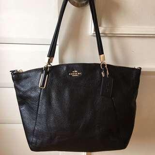 Coach crossbody leather handbag almost 100% new