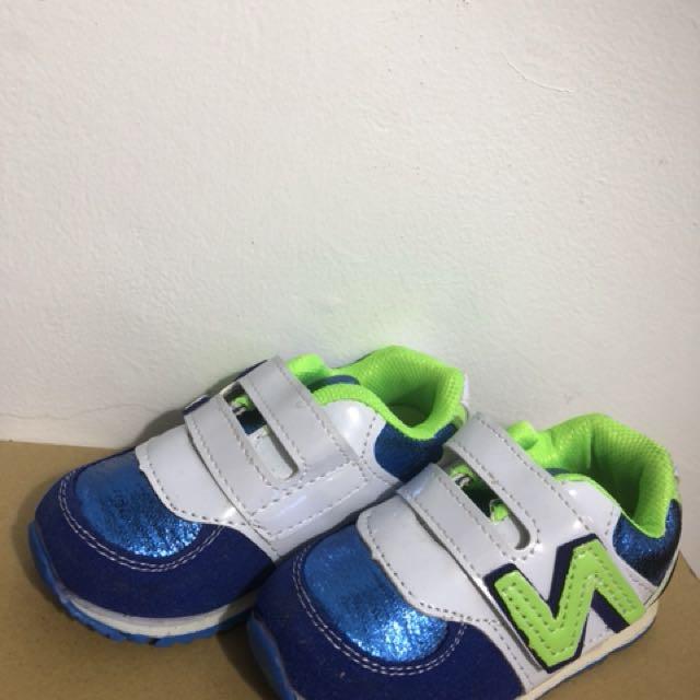 亮彩藍運動風休閒鞋零碼出清(22碼,24碼)