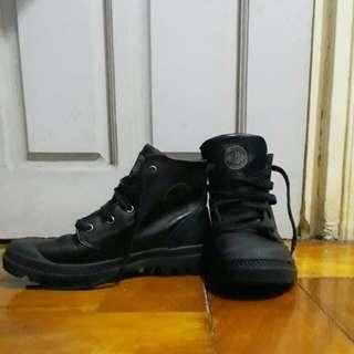 Palladium Boots - Pampa Hi Leather (size 6)