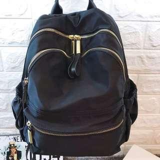 Forever-Ss衝評價簡約風輕巧雙拉鍊防潑水後背包可放水壺 運動後背包 尼龍牛津布