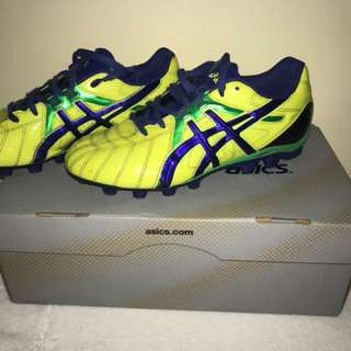 ASICS football boots kids size 5