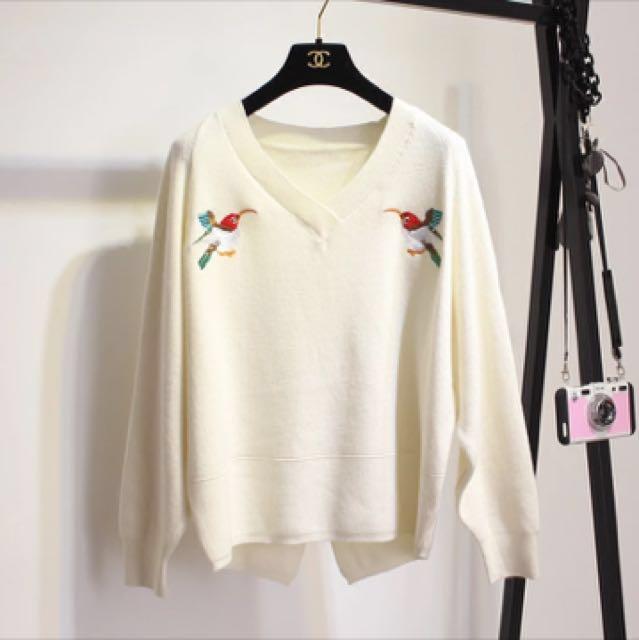 精緻刺繡米白色針織上衣