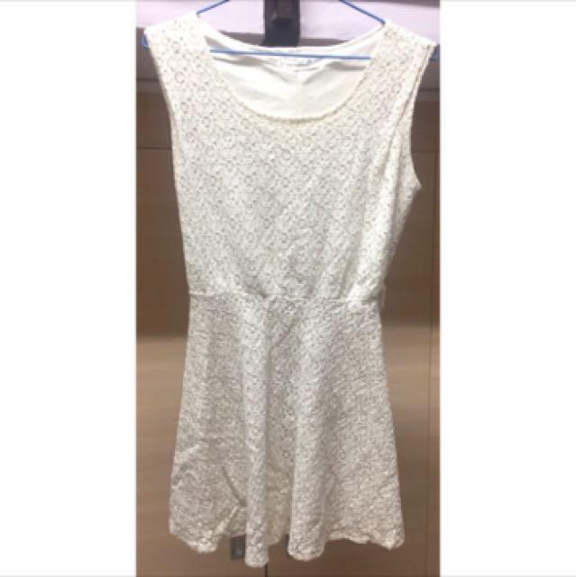 純白色碎花洋裝