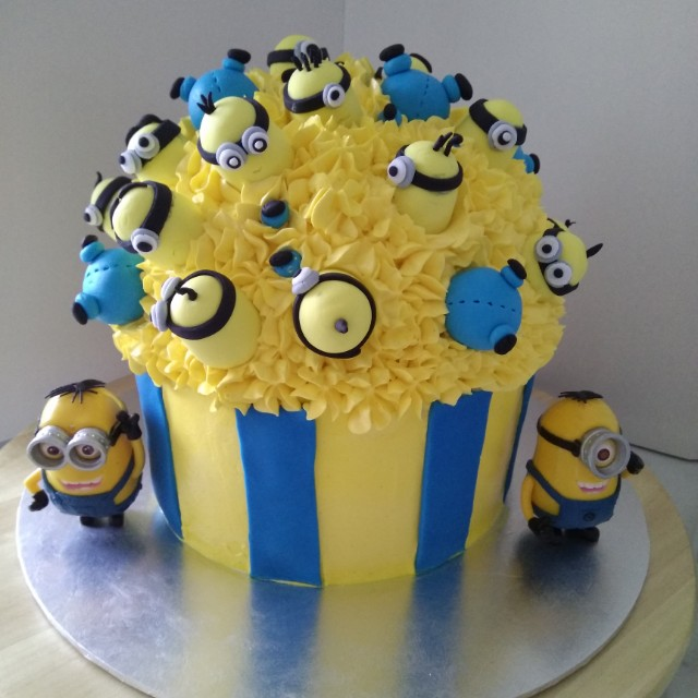Birthday Cakes Minions Food Drinks Baked Goods On Carousell