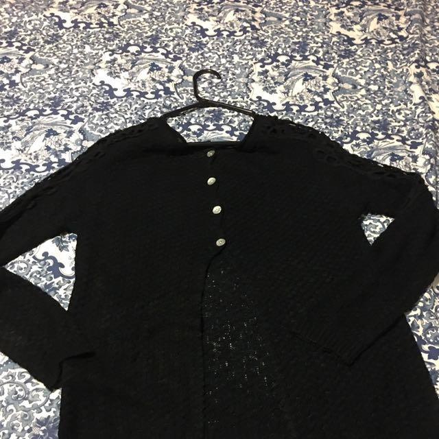 Black Sweater With Last Sleeve