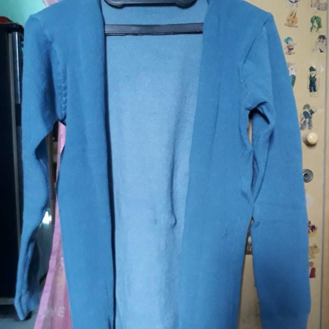 Cardigan warna biru