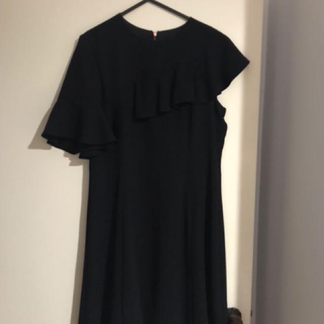 CUE - dress size 12