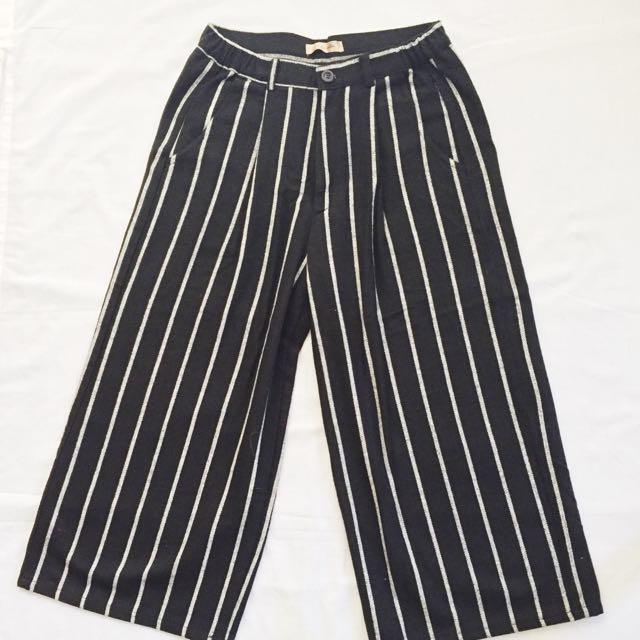 GRAFFITI Wide Legged Pant (Black)