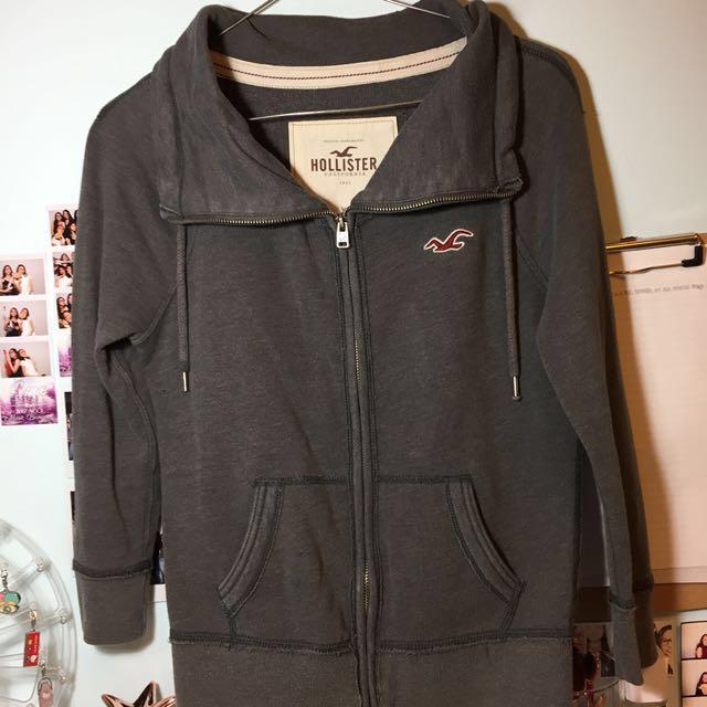 grey hollister zip up quarter sleeve