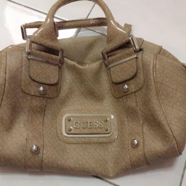 4795e5e4e28b69 Guess Original Sling Bag to let go✨✨ condition: used color: beige ...
