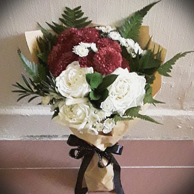 Hand Bouquet, Fresh Flowers : Roses and Poms, Gardening on Carousell
