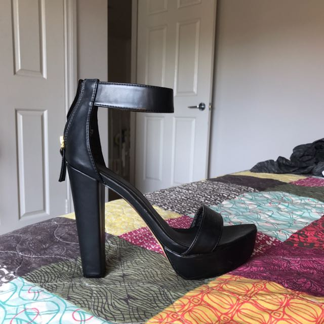 Lipstik Black High Heel