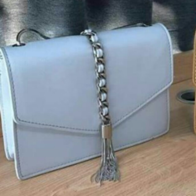 LOOKING FOR THIS CHARLES AND KEITH
