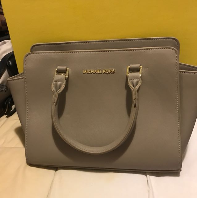 MICHAEL KORS MEDIUM SELMA BAG GREY