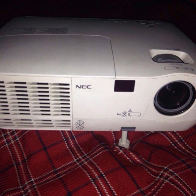 NEC NP210 Projector