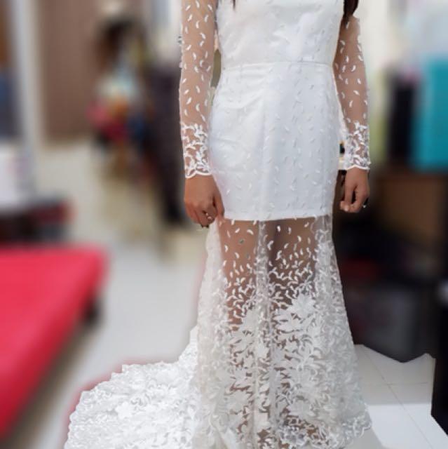 Simple wedd dress