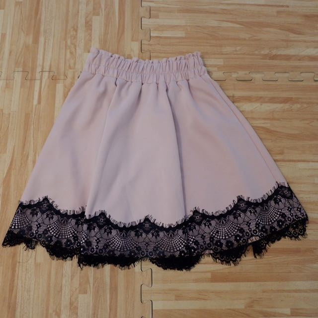 Skirt lace brukat
