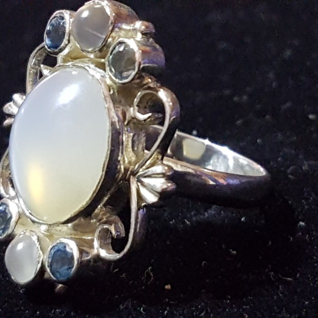 Sterling silver moonstone ring sise 7