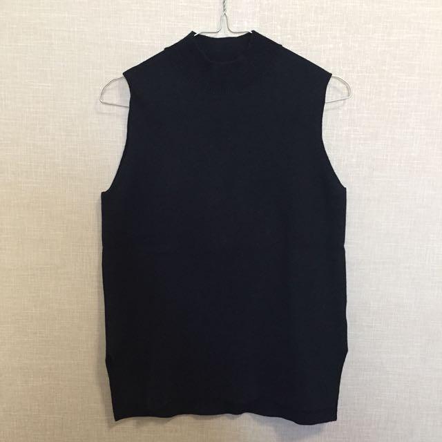 UNIQLO Turtle Neck Knit Vest