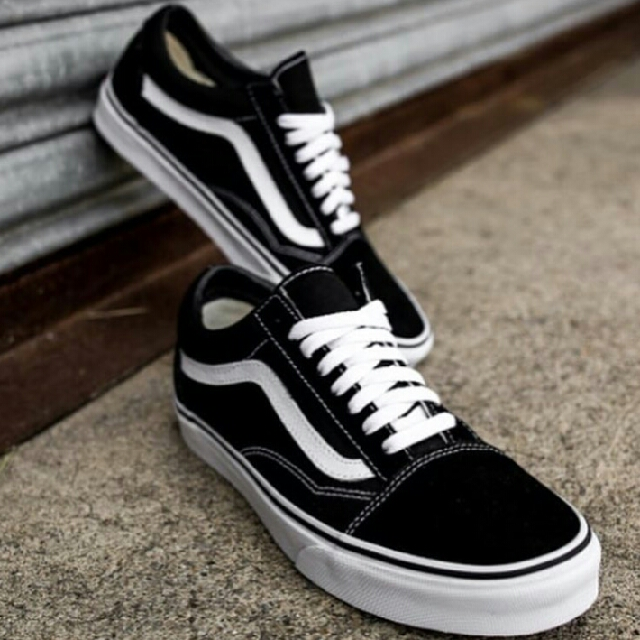 Vans Oldskul (Oldschool) Black and White Shoes Kicks Sneakers 👟👟 (ADIDAS AVATAR SLIP ON & OTHER DESIGNS ALSO AVAILABLE) UNISEX FOR MEN AND WOMEN Brand new with a box