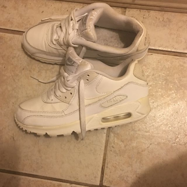 White Air Max (Needs to me cleaned )