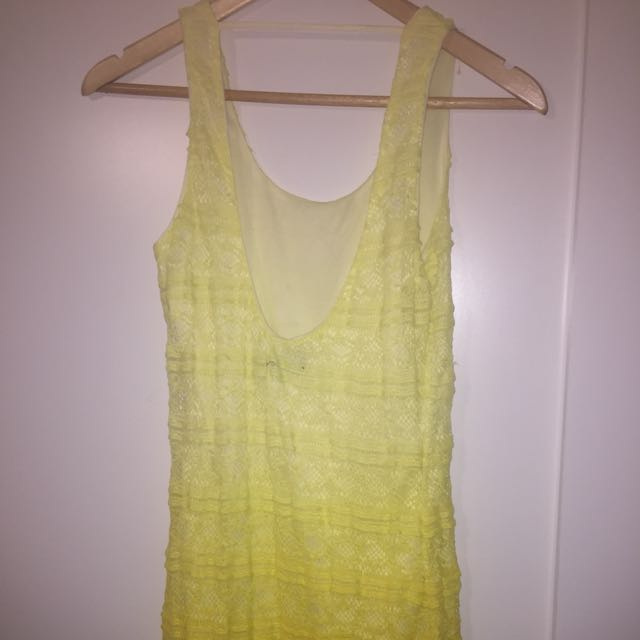 Yellow fitted lace dress size 8