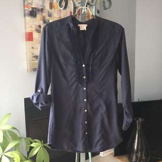H&M Women's Navy Blue Blouse (size 6) - Perfect Condition