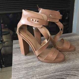 Beautiful Strappy Sandals - Size 7.5