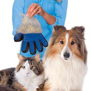 DISCOUNTED TRUE TOUCH DESHEDDING BRUSH GLOVE FOR CAT AND DOGS
