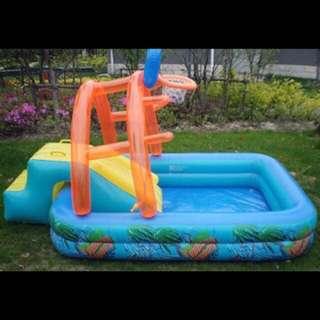 Splash inflatable pool