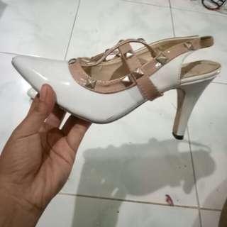 #cintadiskon (Sepatu putih cantik)