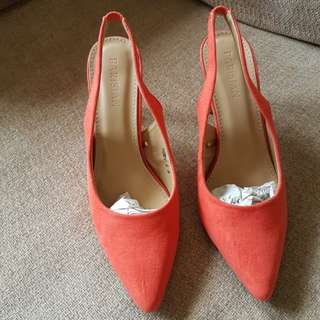 Parisian ponted slingback size 8 (coral)