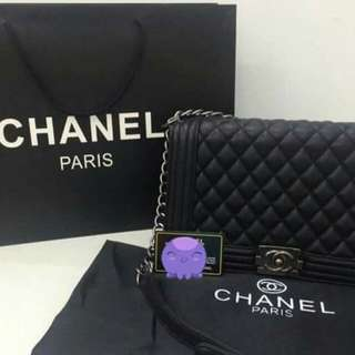 Chanel le boy medium caviar  inclusions -paper bag -dust bag -authenticity card  (serial number inside)  Good quality 💯✅👌🏻