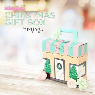 Christmas Gift Box by Miyu