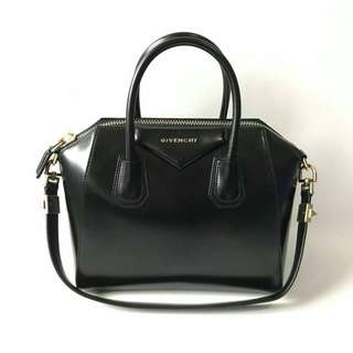 Ready GOOD DEAL! Excellent Givenchy Small Antigona Black Smooth Calfskin GHW 2013 (28 x 15 x 23 cm) complete with strap & dustbag. ONLY IDR 10jt aw