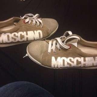 Moschino teen size 7
