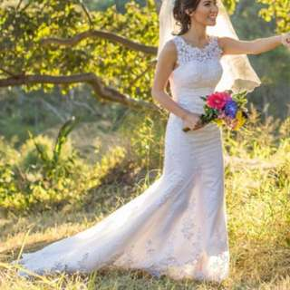 White wedding dress size xs / 6 for petite girls has lace details