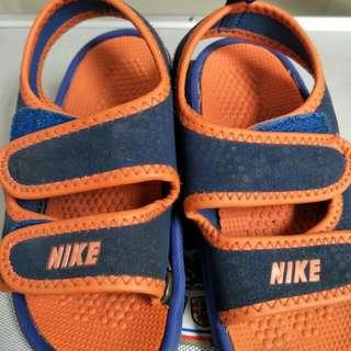 Sepatu sendal nike
