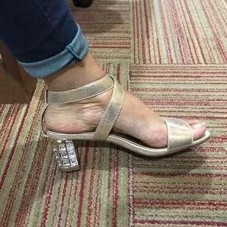 Sepatu Heels / Gold shoes