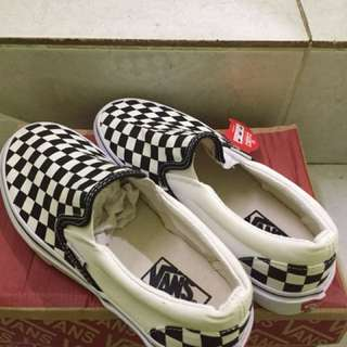 VANS SLIP ON CHECKERBOARD BLACK & WHITE