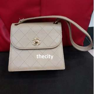 AUTHENTIC CHANEL SMALL VINTAGE LEATHER  TOTE BAG