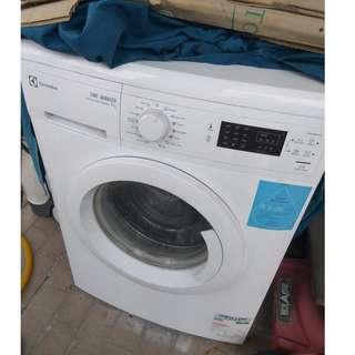 Electrolux EWP85752 7kg Front Load Washing Machine
