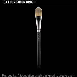 MAC FOUNDATION BRUSH 190