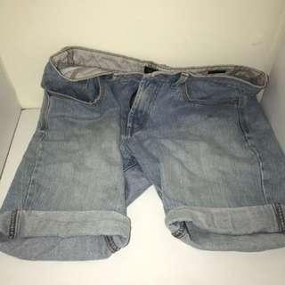 Denim shorts - Size 31