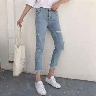 🚚 淺色刷破牛仔褲