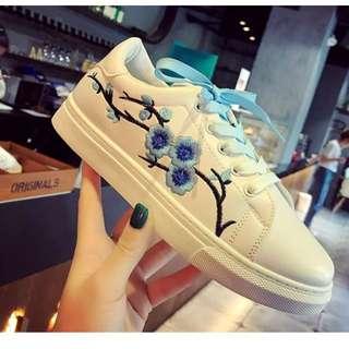🚚 花朵 刺繡 漸層鞋帶 小白休閒鞋