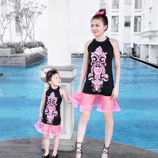 Couple dress pesta mom n kids
