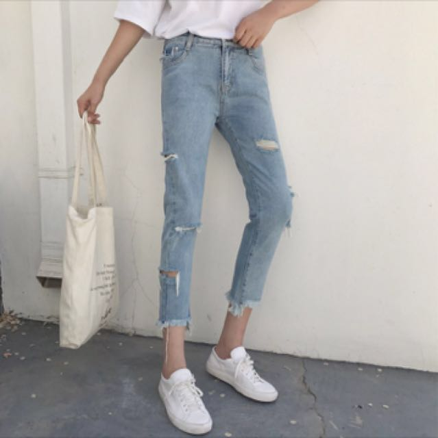 淺色刷破牛仔褲